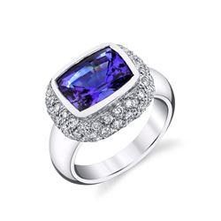TANZANITE & DIAMOND RING SET IN 18 KARAT WHITE GOLD