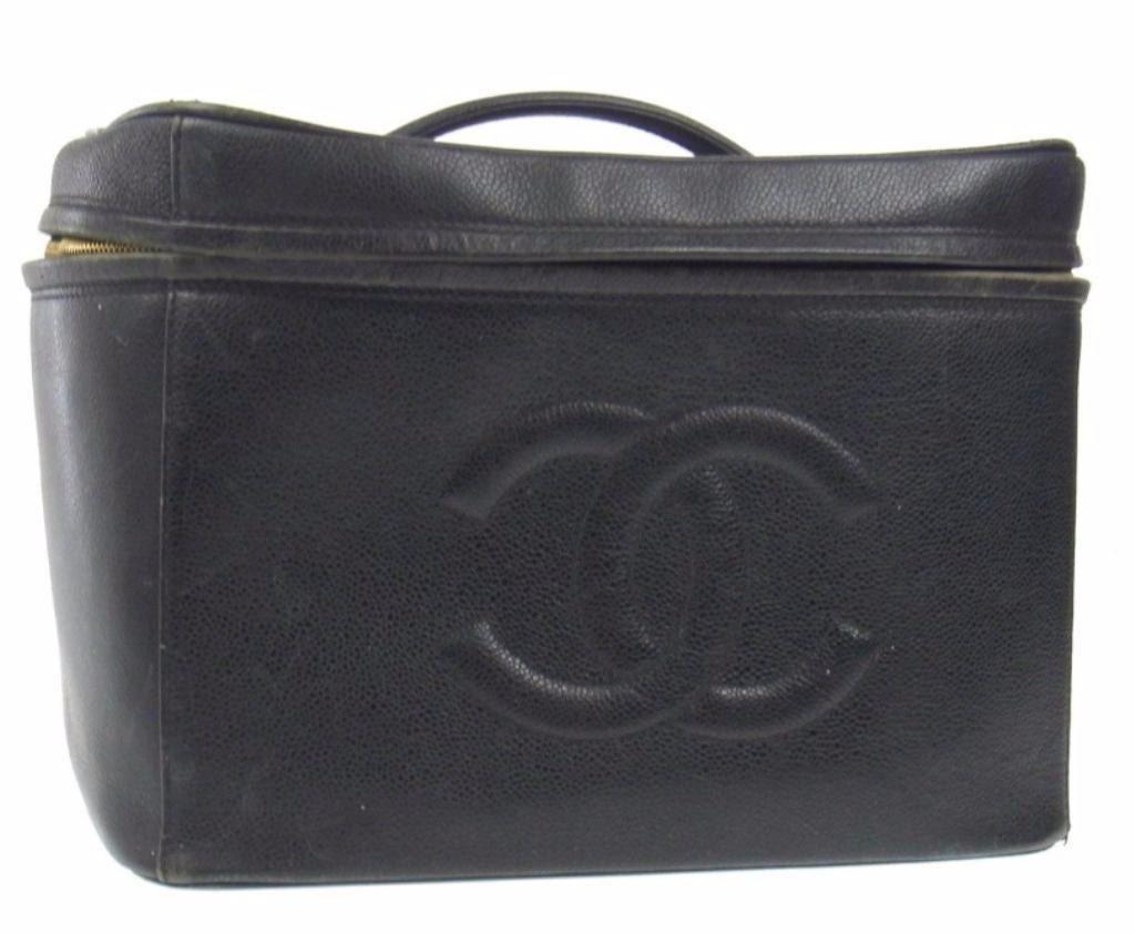 b65c727467cb Image 1 : Large Vintage CHANEL Caviar Leather Train Case ...