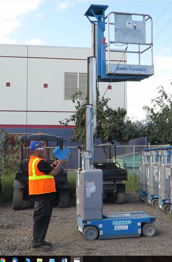 2011 Genie GR12 Roundabout Single Manlift 12-Foot Platform Height