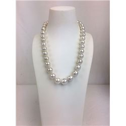 18 inch 35 round white fresh water pearl necklace