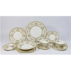 :Royal Doulton Dinnerware Service for 8 Plus Extra