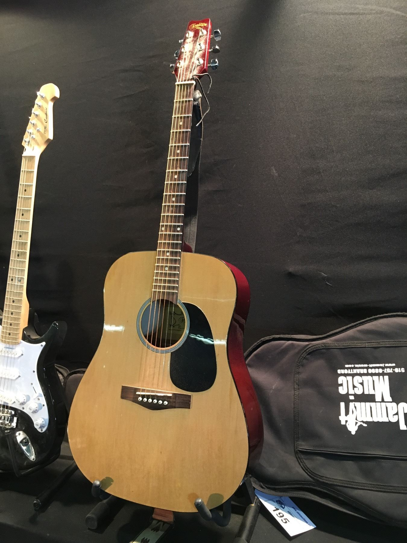3f24f06732f ... Image 2 : 3 GUITARS: TRADITION ACOUSTIC GUITAR WITH SOFT SHELL CASE,  BEHRINGER CENTARI ...