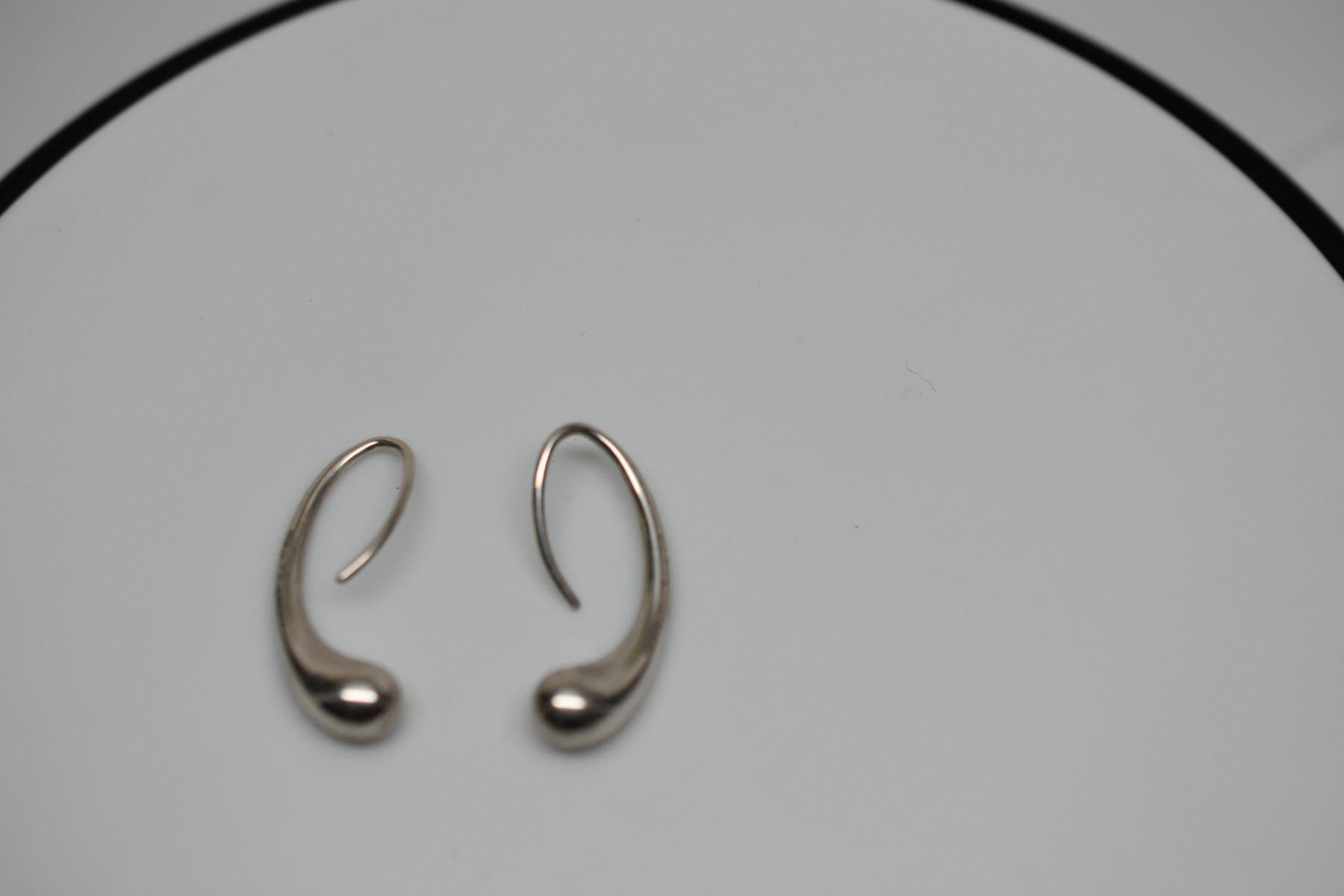 0b9991e15 ... Image 3 : Pair: Tiffany & Co. Sterling Silver Teardrop Earrings - 1