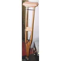 PAIR OF ADJUSTABLE PADDED CRUTCHES