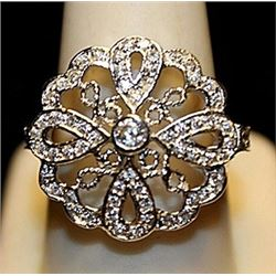 Beautiful White Zirconia Sterling Silver Ring. (781L)