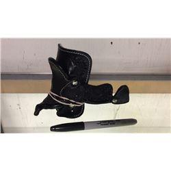 Miniature saddle