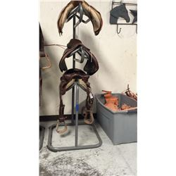 3 tier saddle stand (grey) missing 2 rubber feet