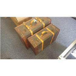 Set of 2 antique looking storage cases