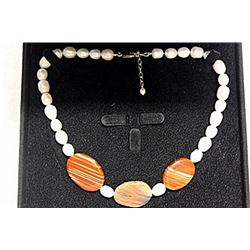 WHITE BAROQUE PEARLS WITH AGATE NECKLACE
