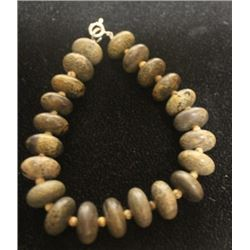 Lady's Beautiful Puka Shell Bracelet (21ZF)