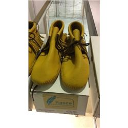 New Itasca Moccasins Size 10