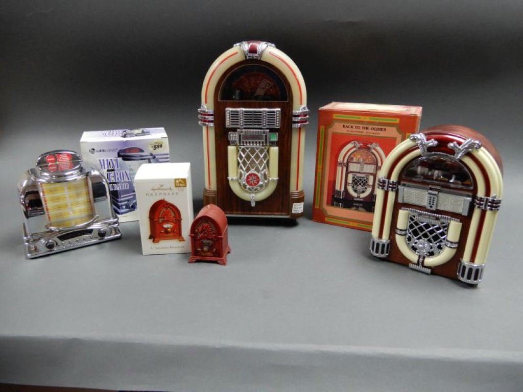 GROUPING OF 4 REPLICA JUKEBOX COLLECTIBLES MINI JUKEBOX /RADIO/BOX - BACK  TO THE OLDIES/ BOX- HALM