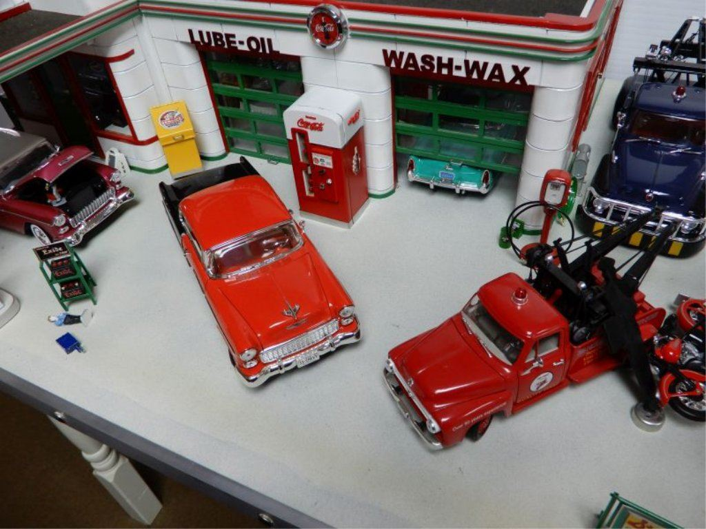 HAND MADE TEXACO SERVICE CENTER LIGHT UP DISPLAY 1000 WORKING MAN HOURS -  COMPLETE WITH ACCESORIES L