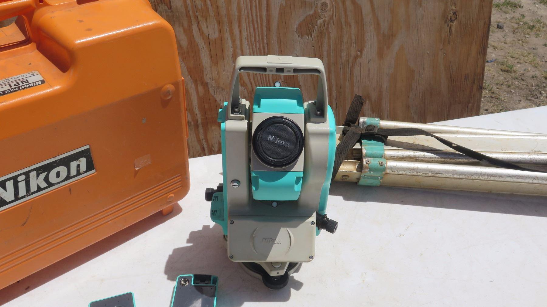Nikon NPL-332 Surveying Total Station Transit w/Case
