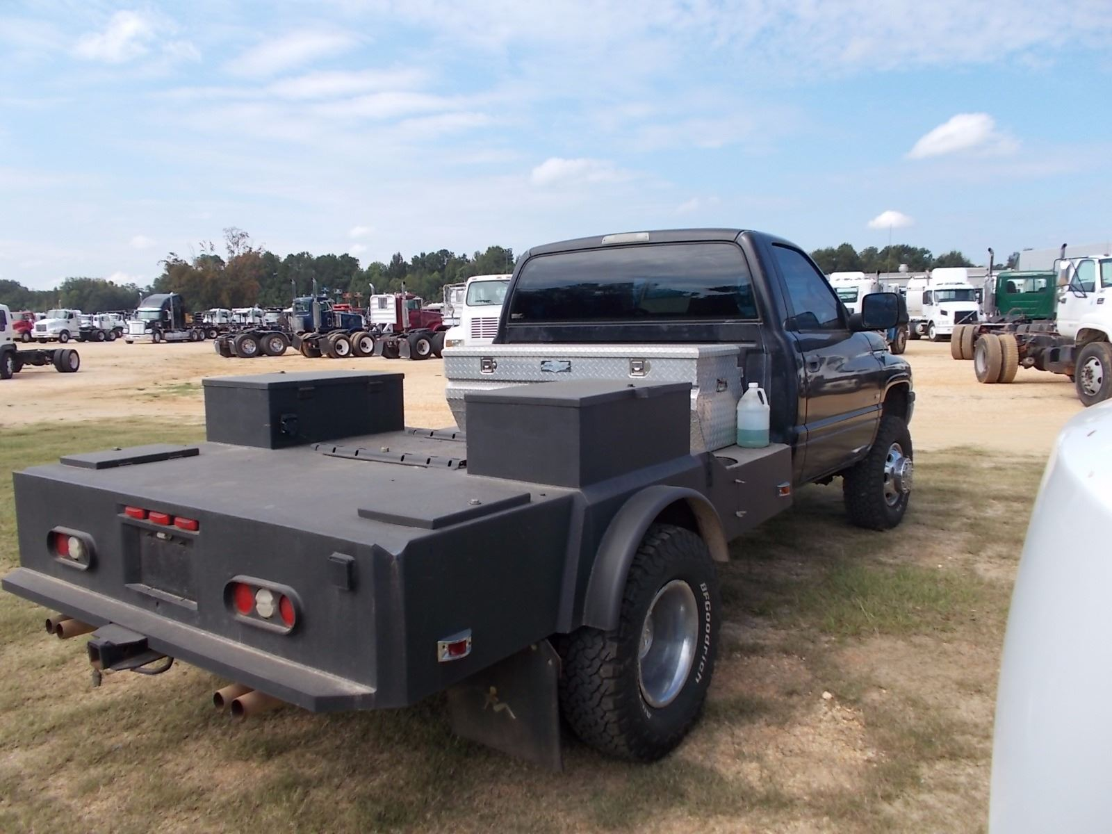 2001 DODGE RAM 3500 FLATBED TRUCK, VIN/SN:3B6MC36591M561197 - V8 GAS ENG,  A/T, 8' FLATBED BODY, TOOL