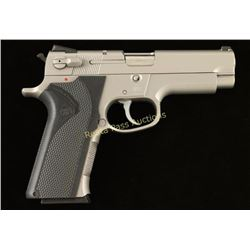 Smith & Wesson 4006 .40 S&W SN: THB0259