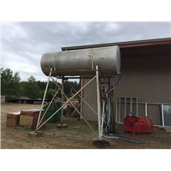 1000 Gal Diesel fuel tank on stand with hoses and nozzels