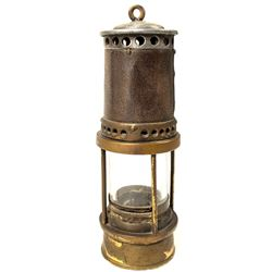 Unmarked Three Post Safety Lamp