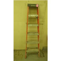 FIBREGLASS LADDER, 6'