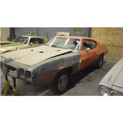 1972 PONTIAC LEMANS ROLING CHASIS WITH FEW PARTS