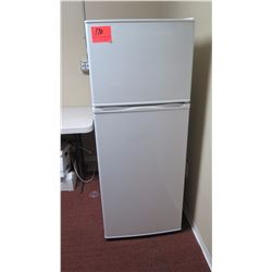 Magic Chef Refrigerator (model MCBR1020W)