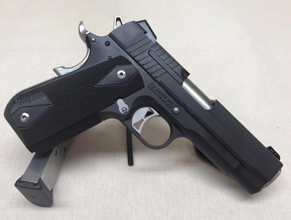 SIG SAUER 1911  45 ACP FASTBACK NIGHTMARE CARRY