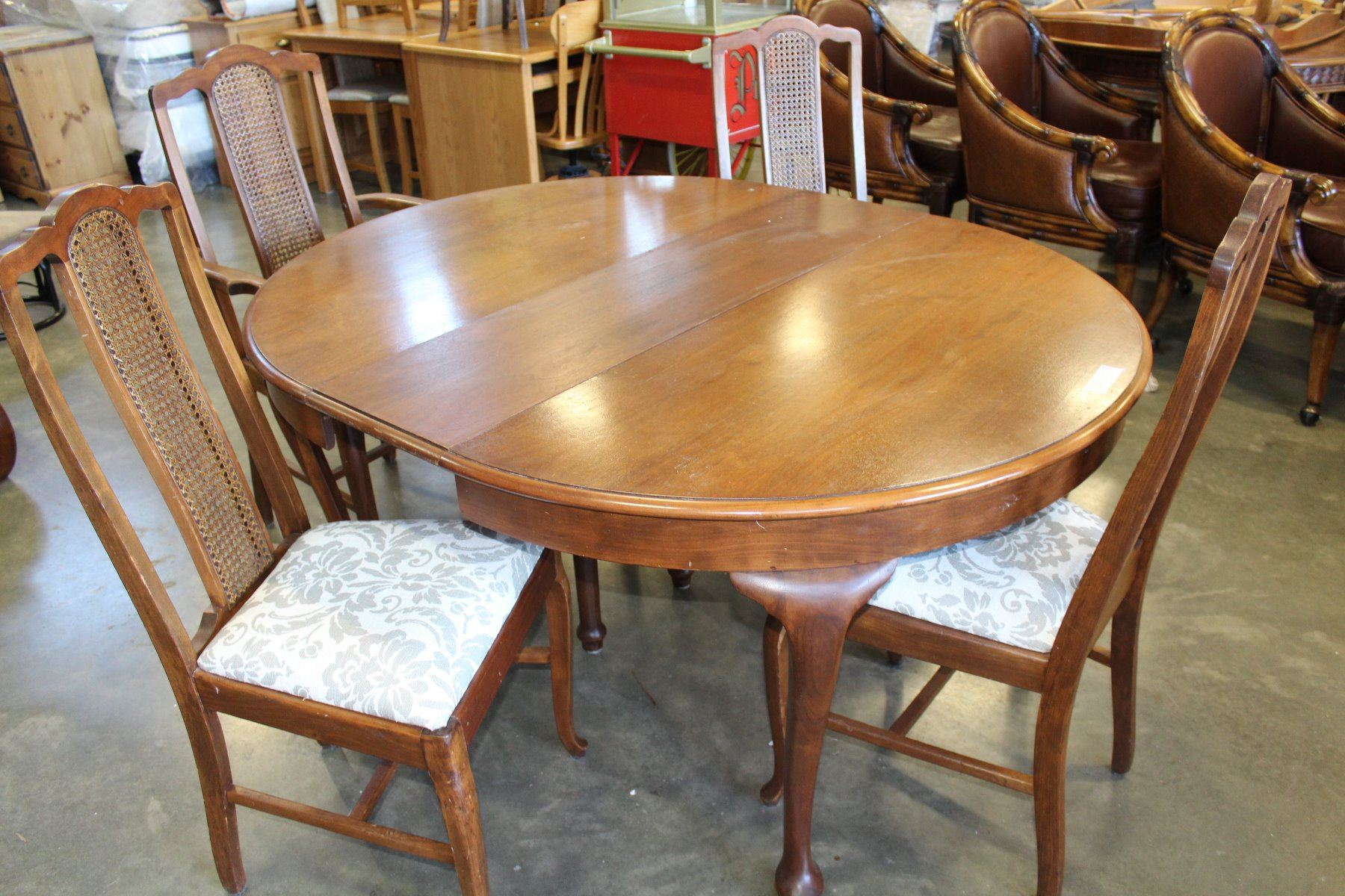 Strange Oak Queen Anne Style Round Dining Table And Four Chairs Download Free Architecture Designs Scobabritishbridgeorg