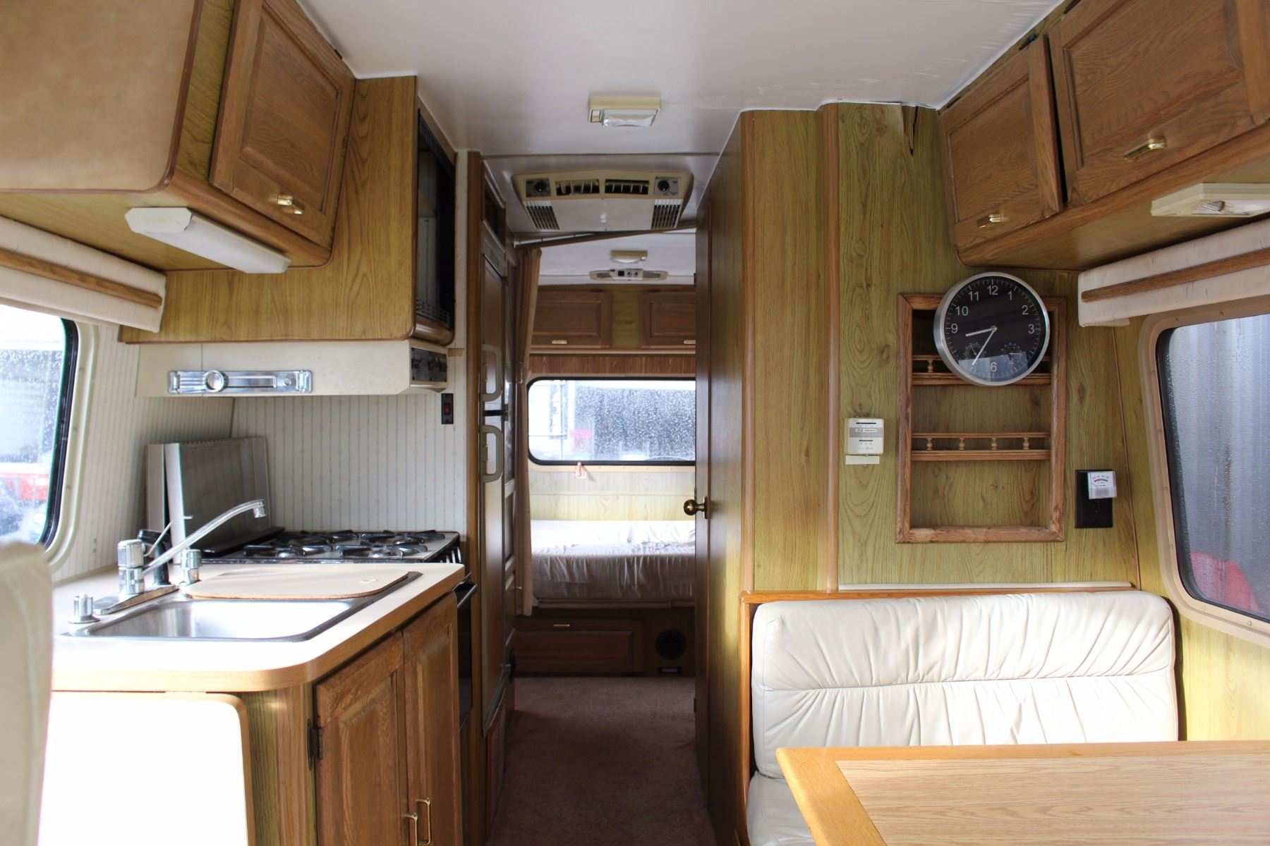 1988 ITASCA WINDCRUISER SPRINT MOTOR HOME, WHITE, 26 FT, 70628 KMS