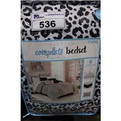 TWIN SIZED COMPLETE COMFORTER SET