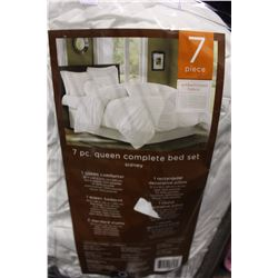 7 PIECE QUEEN SIZED COMPLETE BED SET
