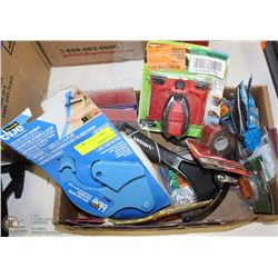 BOX OF SANDING TOOLS, MARETTES AND RUBBER TENSION