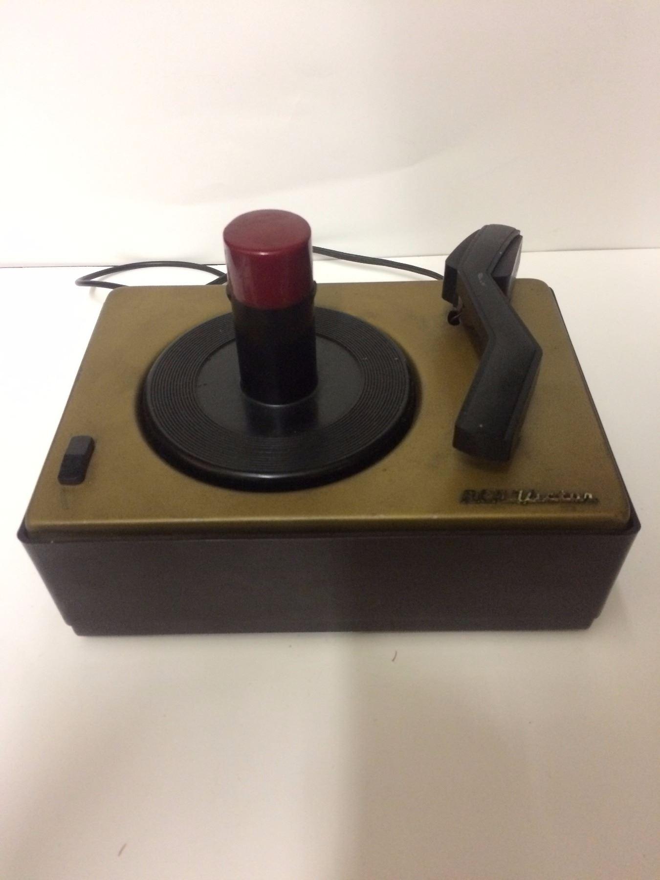 1949 RCA Victor Victrola Bakelite Table Top Record Player model 45-J 2