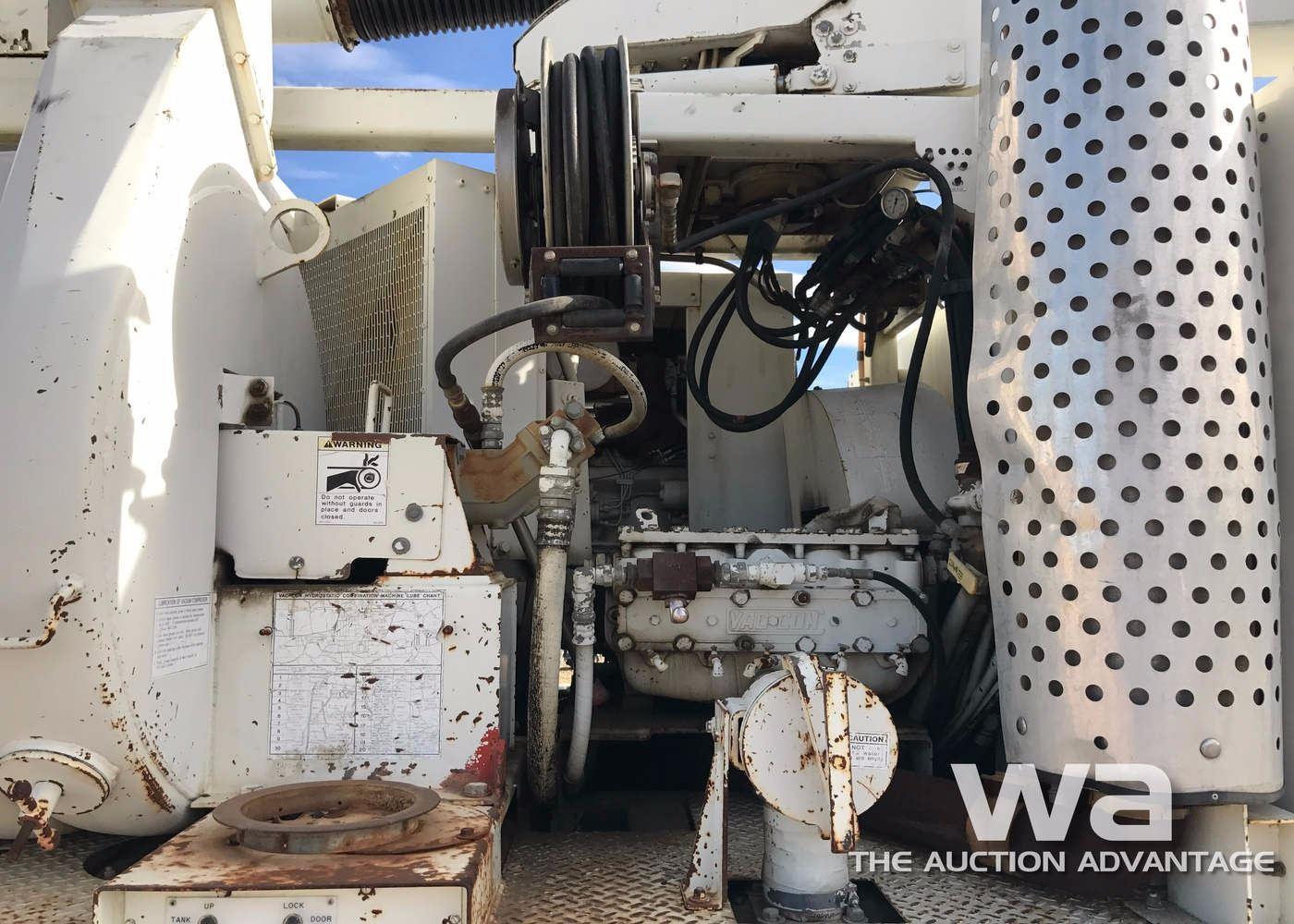 image 10 : 1997 ford l8000 s/a hydro vac