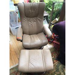 StressLess Chair - Beige Leather w/Ottoman, by Ekornes, Size Medium