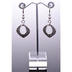 Lois Hill, Sterling Silver Dangling Earrings. Esti