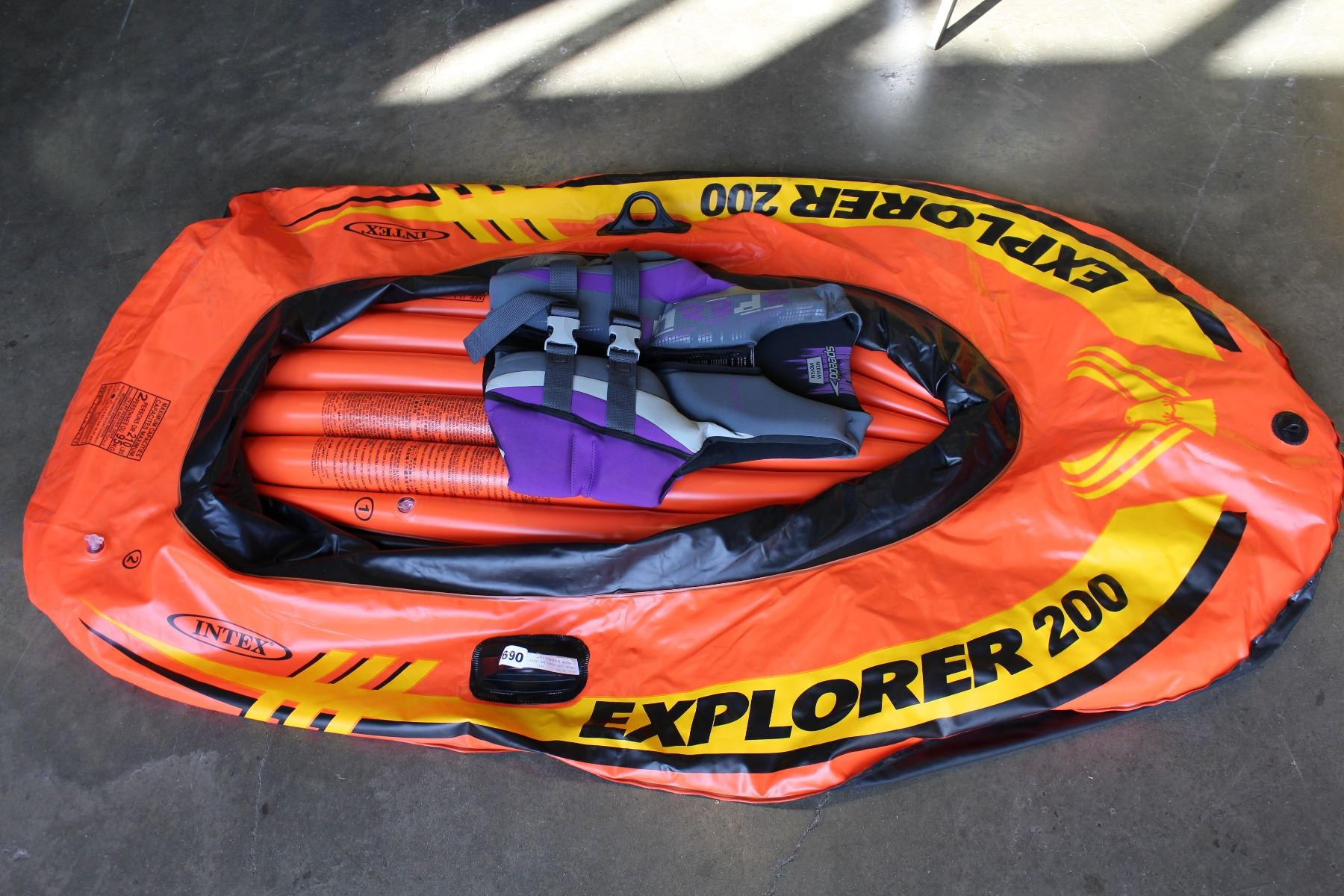 SPEEDO LIFE JACKET AND INTEX 2-PERSON INFLATABLE RAFT