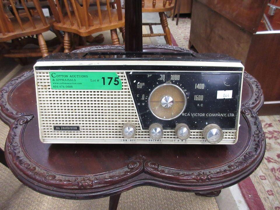 Vintage RCA Victor Transistor Radio