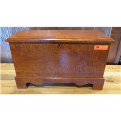 "Furniture - Wooden Blanket Chest, Vibrant Wood Grain, 27"" x 12.5"" x 16 1/4"""