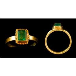 Gold-and-emerald ring, size 7-1/4, from the 1715 Fleet.