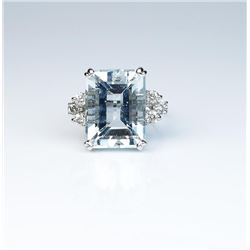 Estate ladies ring featuring a large  Aquamarine weighing approx. 20.00 carats and  six round diamon