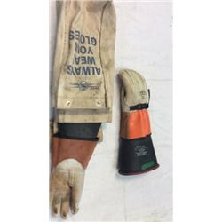 Electrical handling gloves