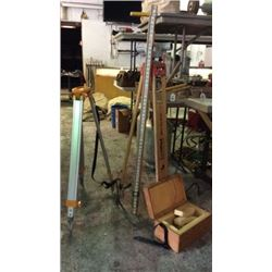 """""""Carl Zeus"""" Surveying level with box and 2 tripods"""