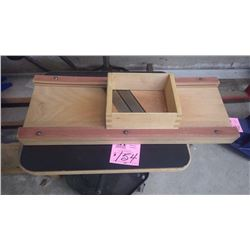 1 WOODEN CABBAGE CUTTER AND CUTTING BOARD