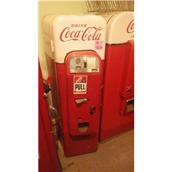 COCA COLA VENDO 44 COIN OPERATED COKE BOTTLE DISPENSER IN BEAUTIFUL COSMETIC CONDITION AND GOOD WORK