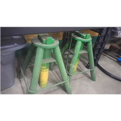 SET OF HEAVY DUTY GREEN  METAL STANDS STORAGE TUB AND TWO FEED BUCKEETS