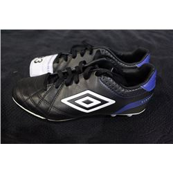 PAIR OF UMBRO CLEATS SIZE 3.5