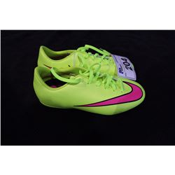PAIR OF NIKE CLEATS SIZE 3.5