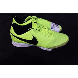 PAIR OF NIKE CLEATS SIZE 9
