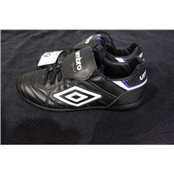 PAIR OF UMBRO CLEATS SIZE 7.5