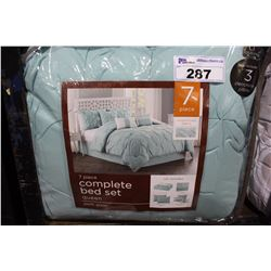 7 PIECE COMPLETE QUEEN SIZED BED SET